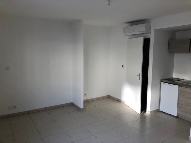 SAINT-ETIENNE- Studio avec garage