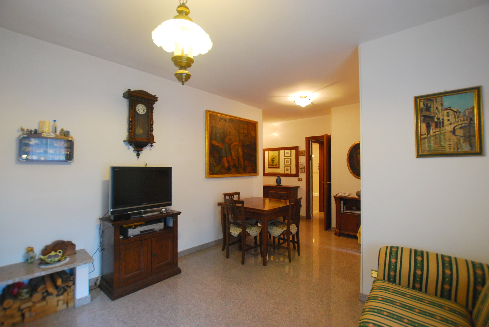 Two-room for sale in Stresa- living room