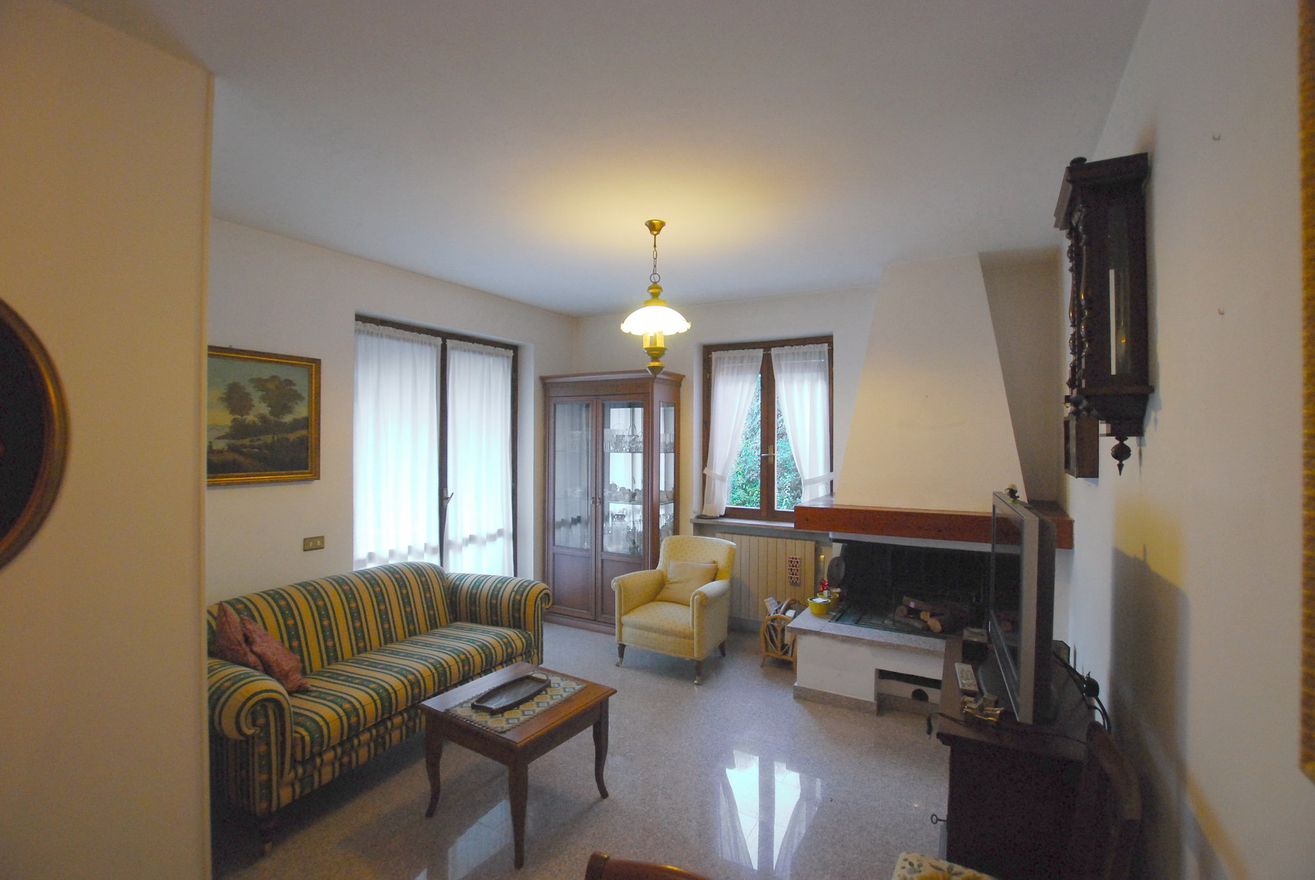 two-room apartament in Stresa- wide living room
