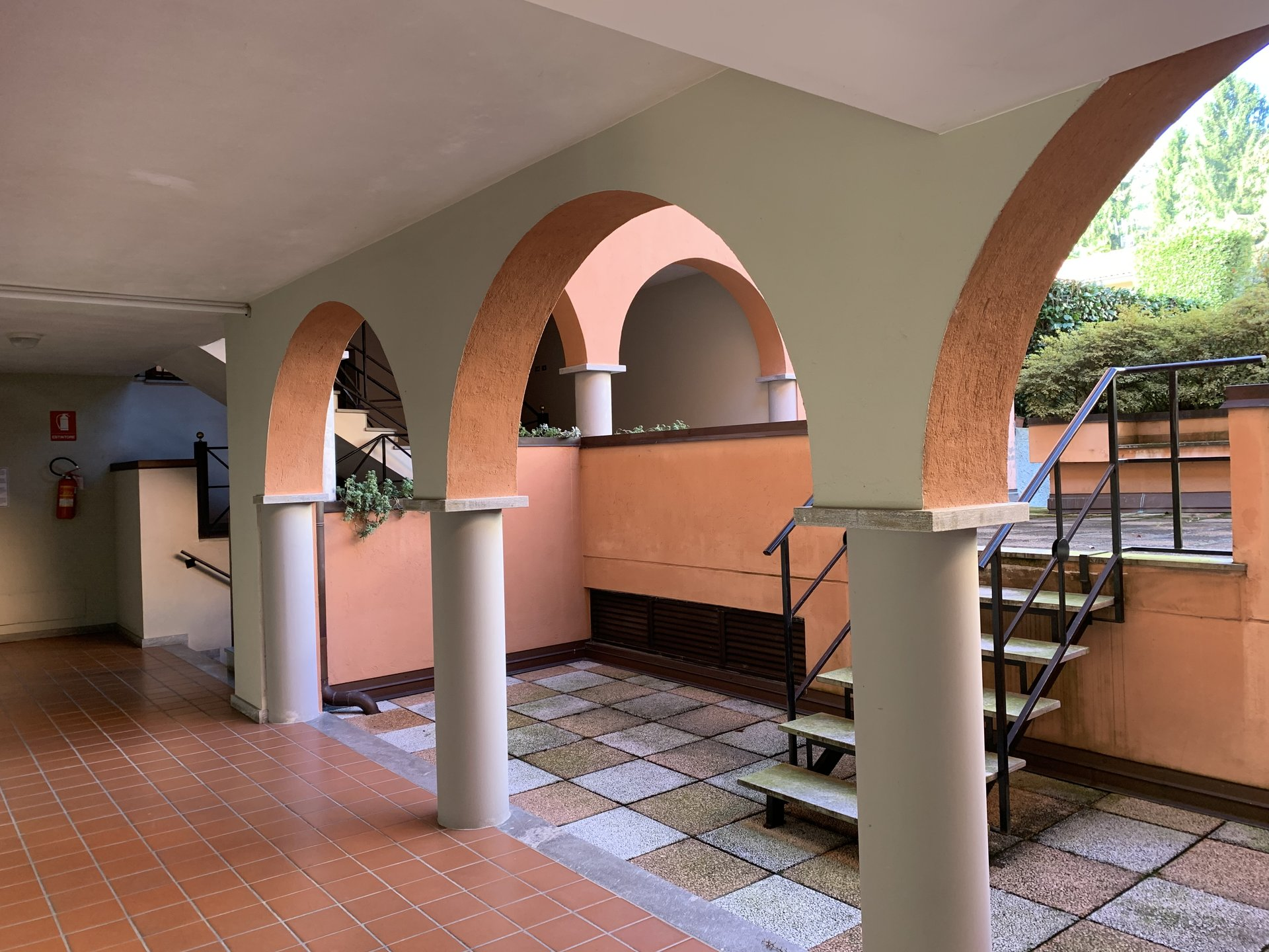 two- room apartament in Stresa- external staircase