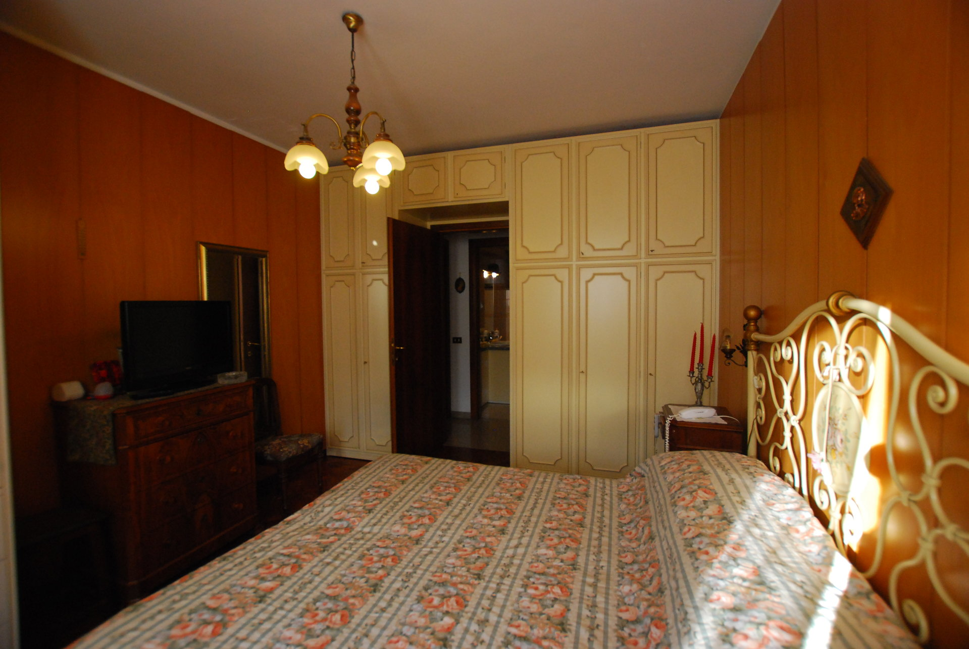 two-room apartament for sale in Stresa- bedroom