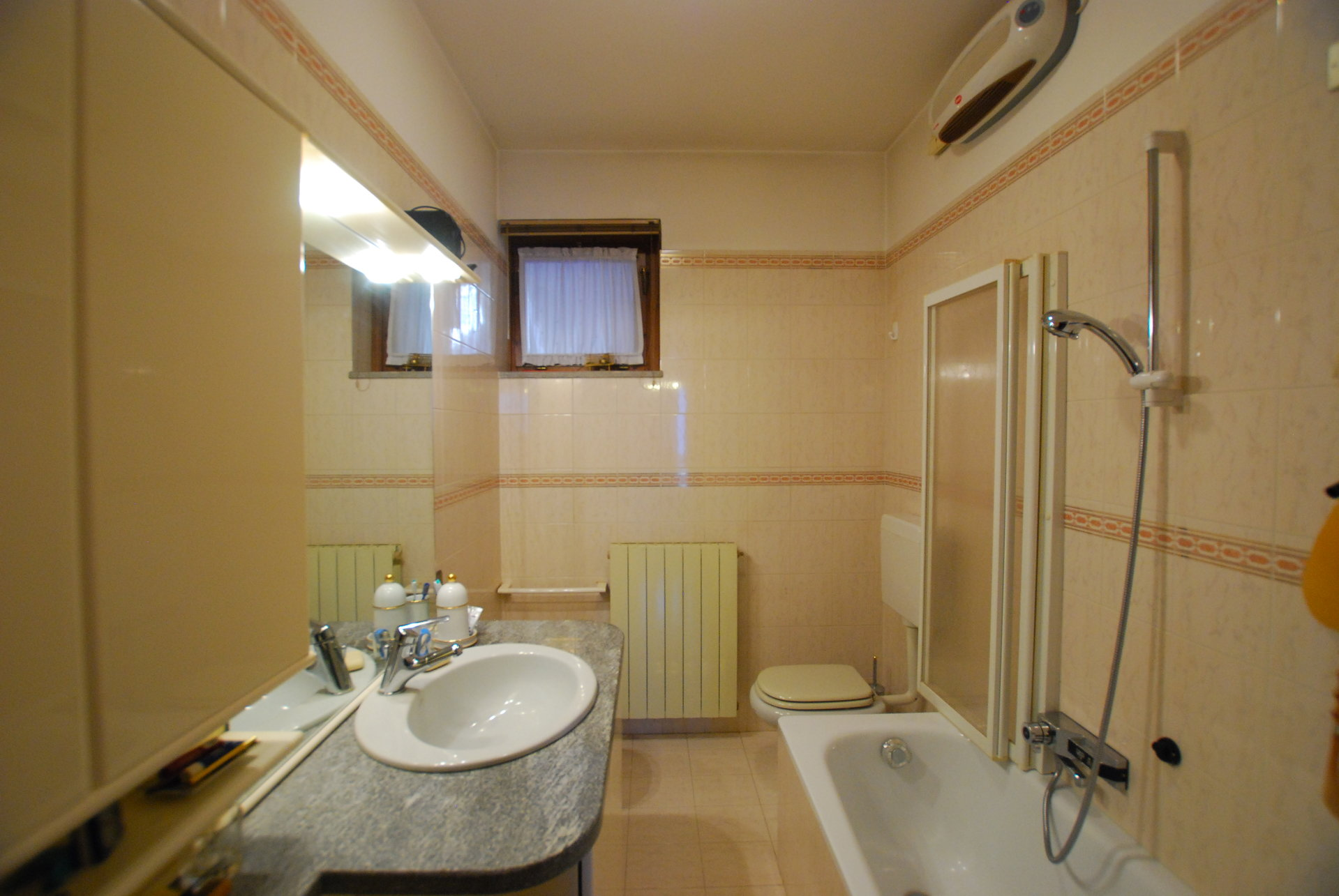 two-room apartament for sale in Stresa- bathroom
