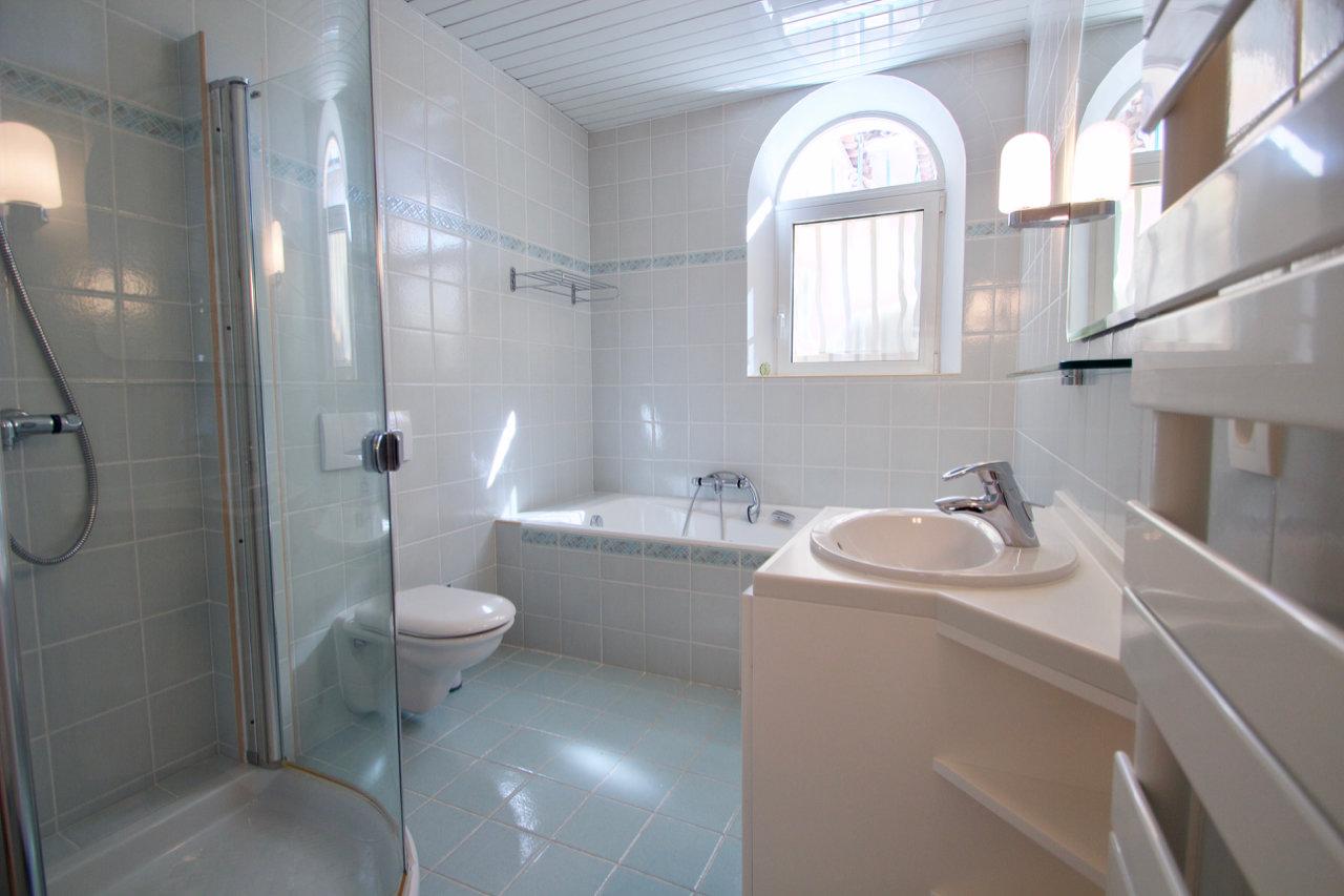 Large villa + 325 m2 in het luxe Parc de Saint Raphaël, Domaine de la Tour