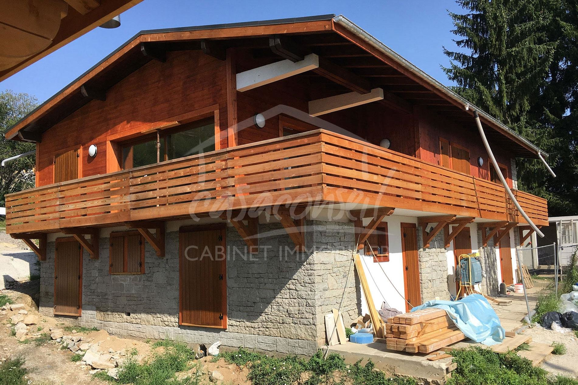 Combloux- Chalet divided into 2 apartments