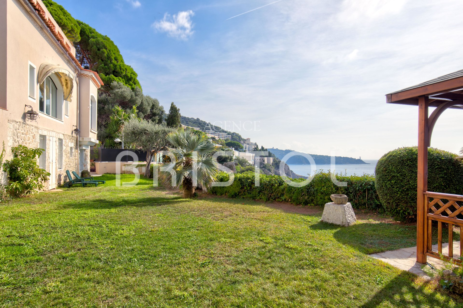 Magnificent property in Cap de Nice with panoramic sea view