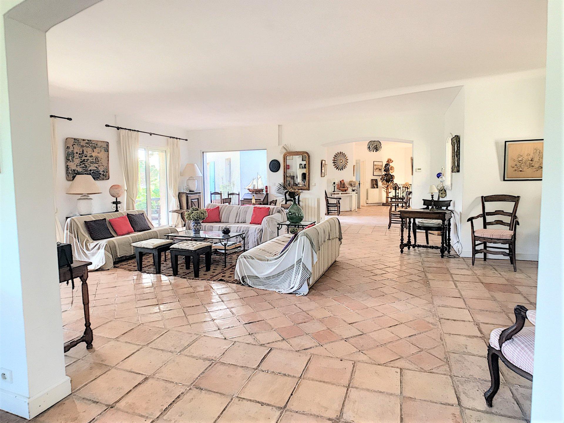 Belle villa à vendre à Grimaud, proximité immédiate de la plage