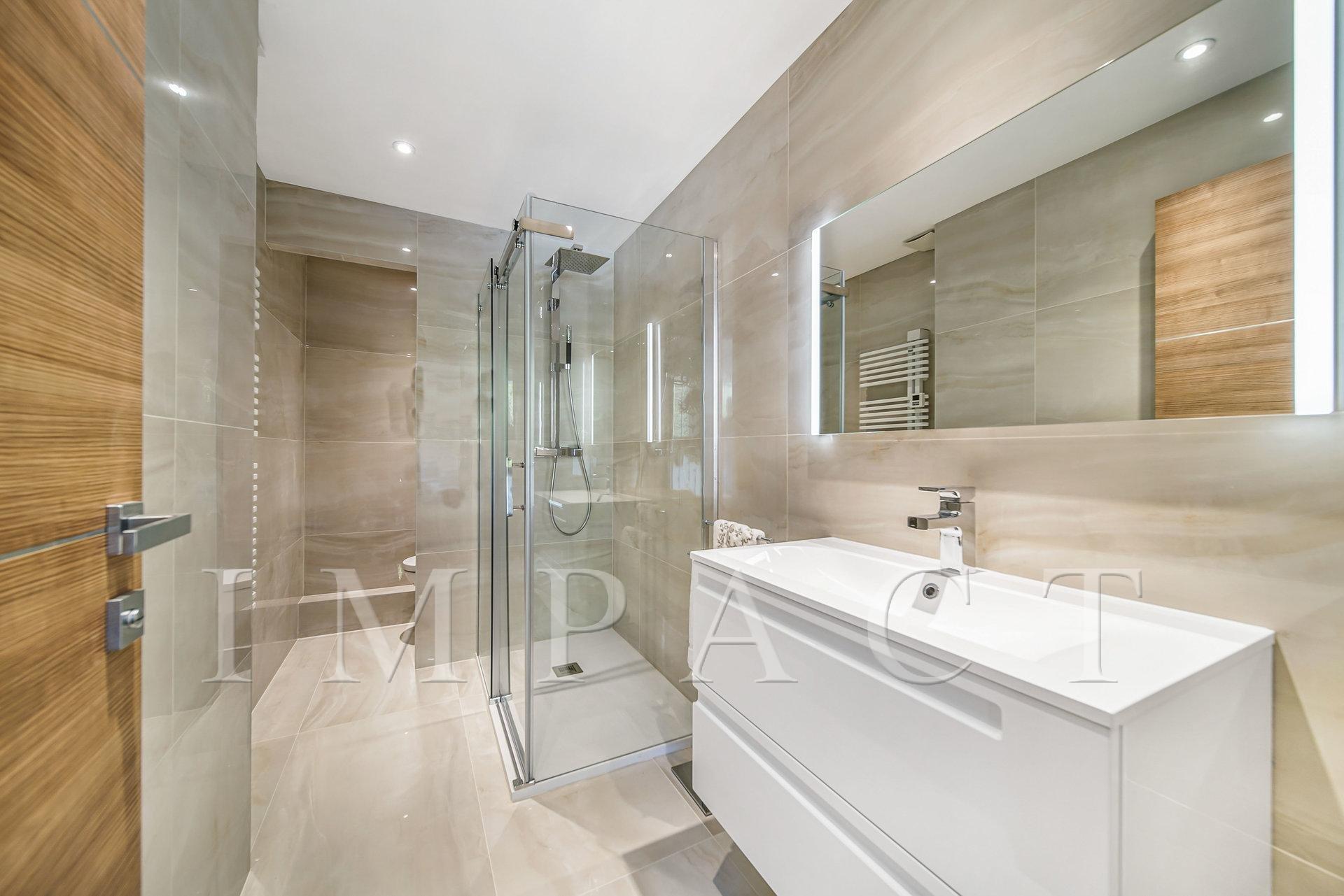 Magnifique appartement à louer, entièrement rénové, sur la Californie, Cannes.