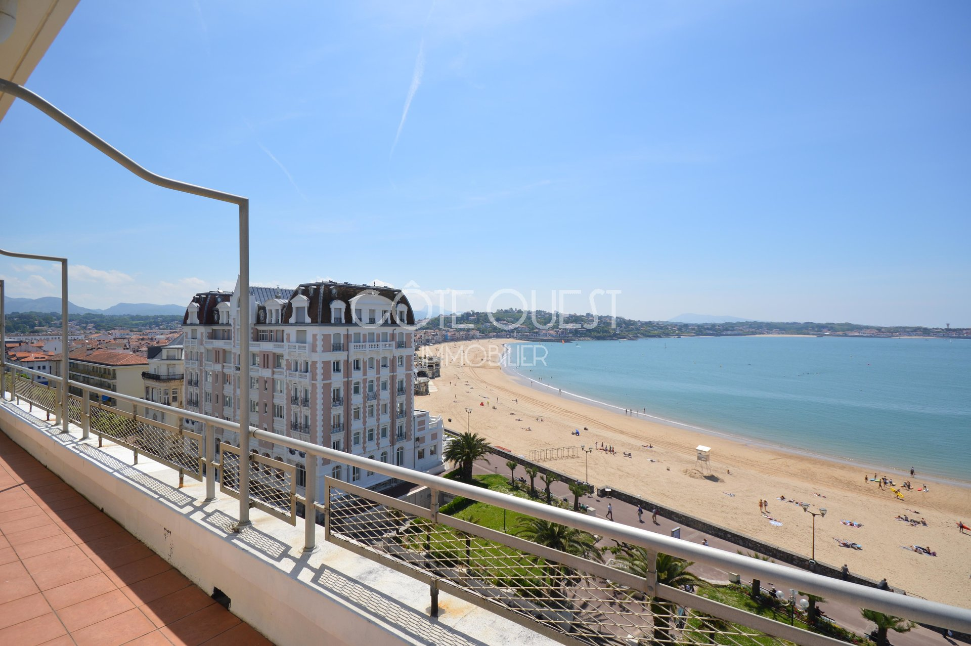 SAINT JEAN DE LUZ. AN APARTMENT ENJOYING AN OCEAN VIEW.
