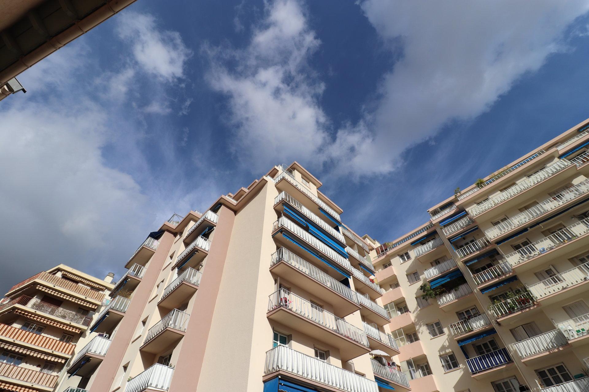 NICE Cyrille BESSET -  3P terrasse, balcon, cave, parking