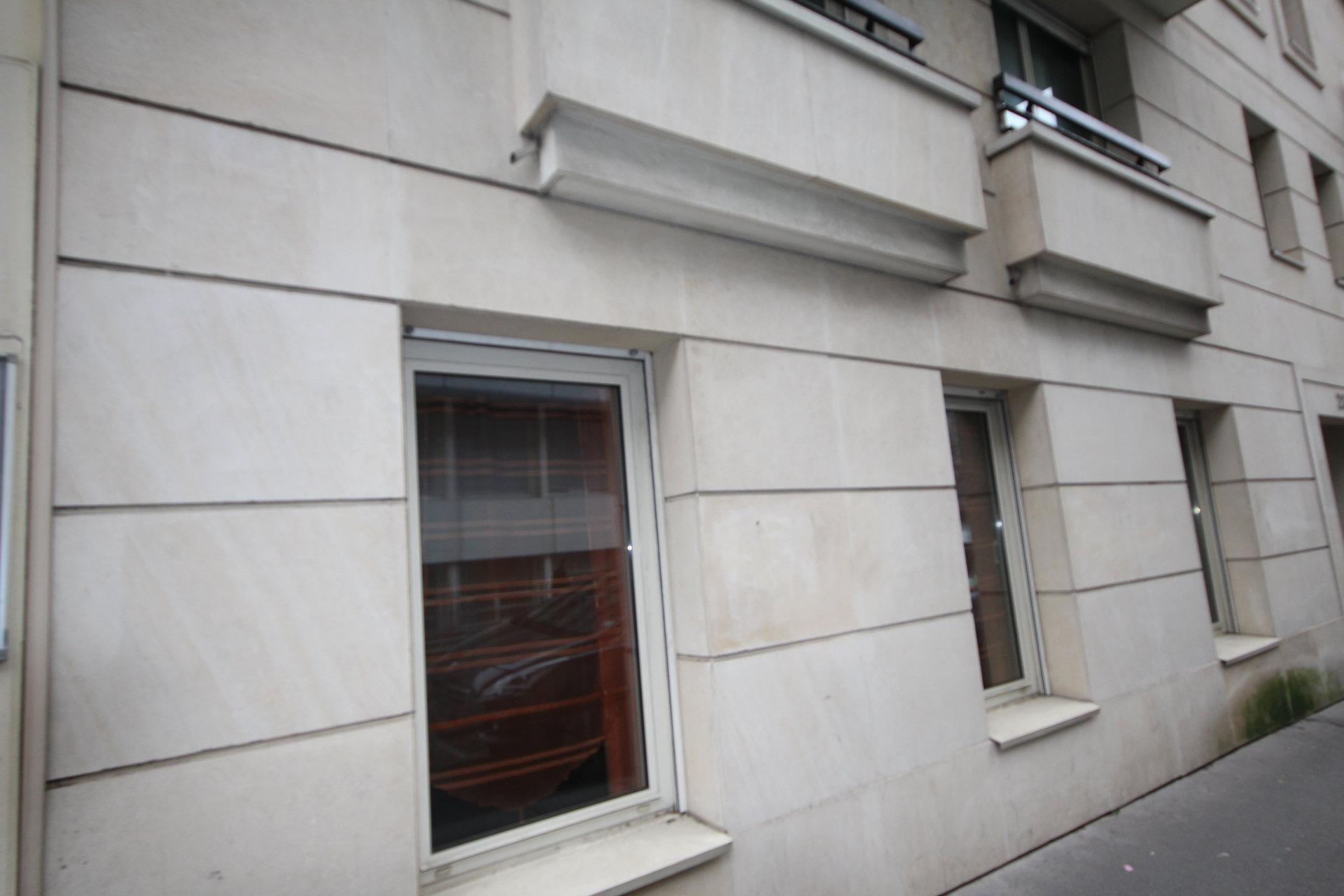 2 Pièces  54.63 m2 avec cave et parking. Paris 75015