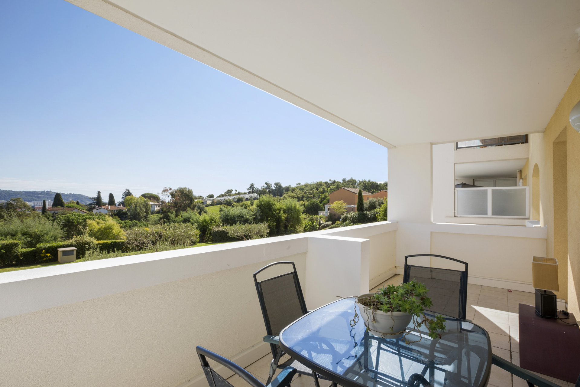 Spacious 1 Bed apt in Cannes Croix des Gardes with sunny terrace