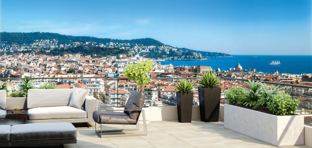 New development in Nice with sea view