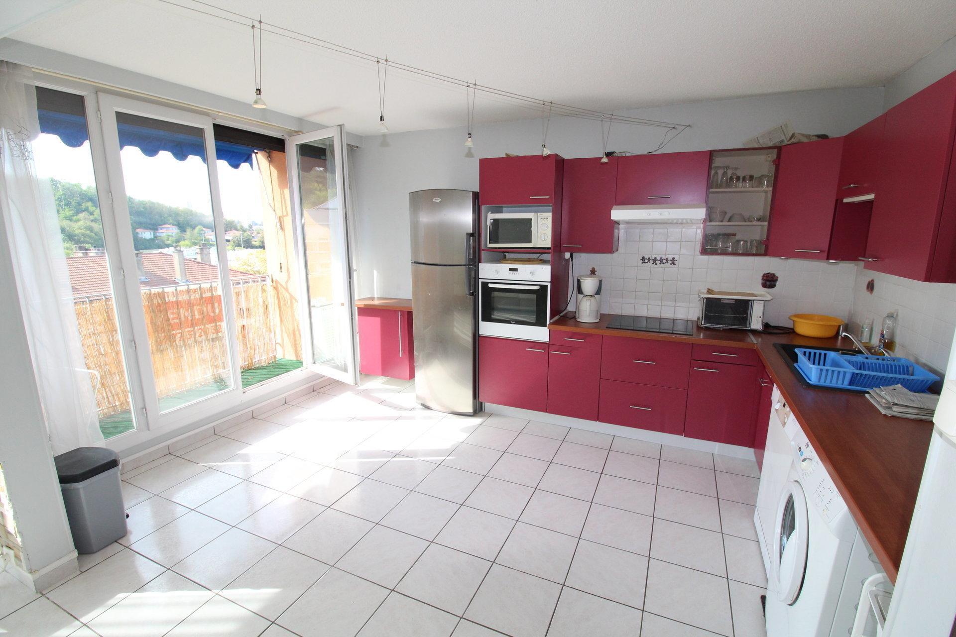 Appartement T3 64m2 Saint-etienne Bergson avec balcon