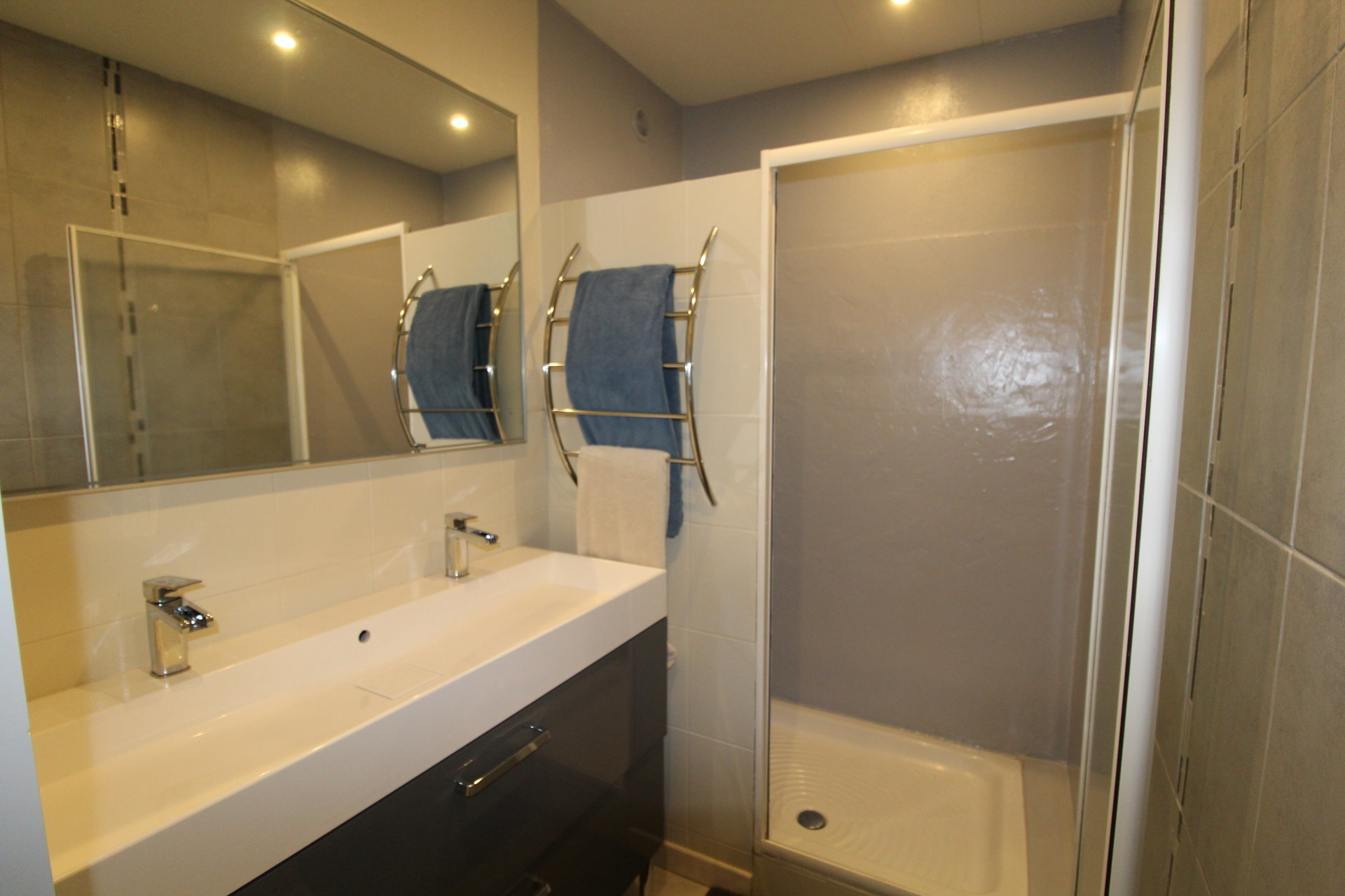 Appartement Saint-Genest-Lerpt 3 pièces 75m2 avec parking privé