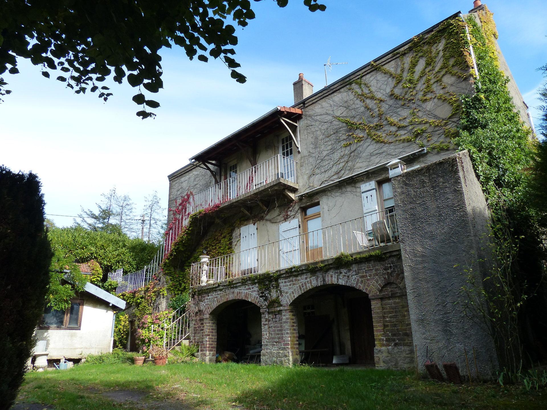 Montcenis, à l'entrée du Village, BELLE MAISON