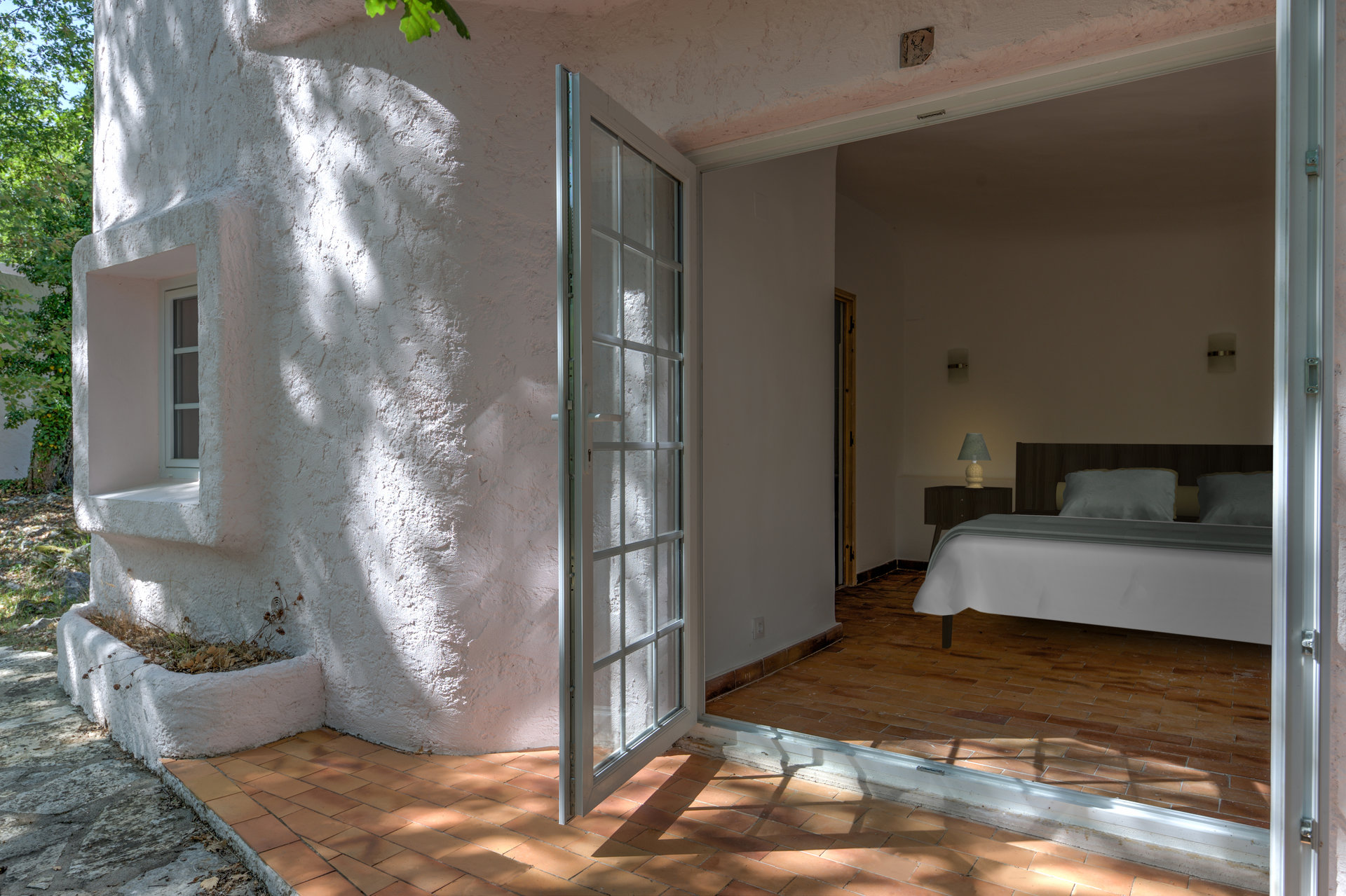 Investment property of over 1500m² of living accomodation with over a hectare of land - SAINT CEZAIRE SUR SIAGNE