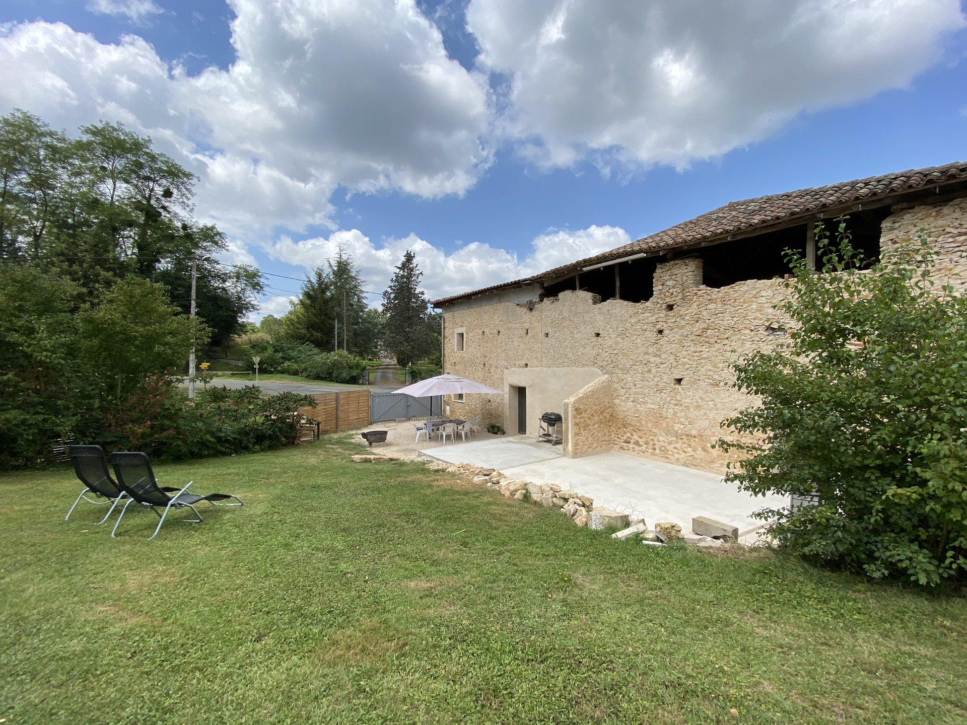 RARE, Aurignac center lovely farmhouse with outbuilding and big garden