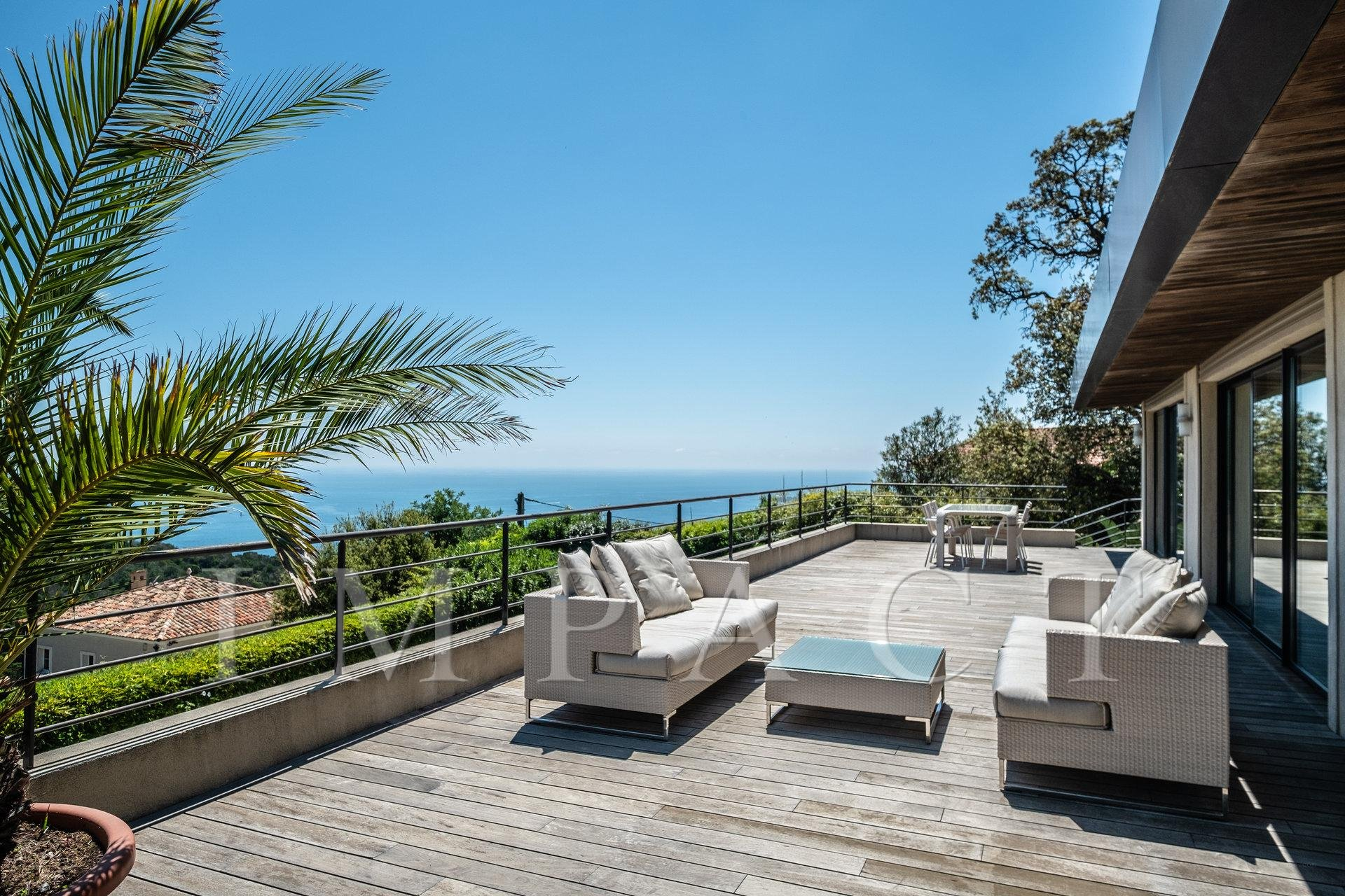 Very nice villa to rent, sea view, on the heights of Cannes.