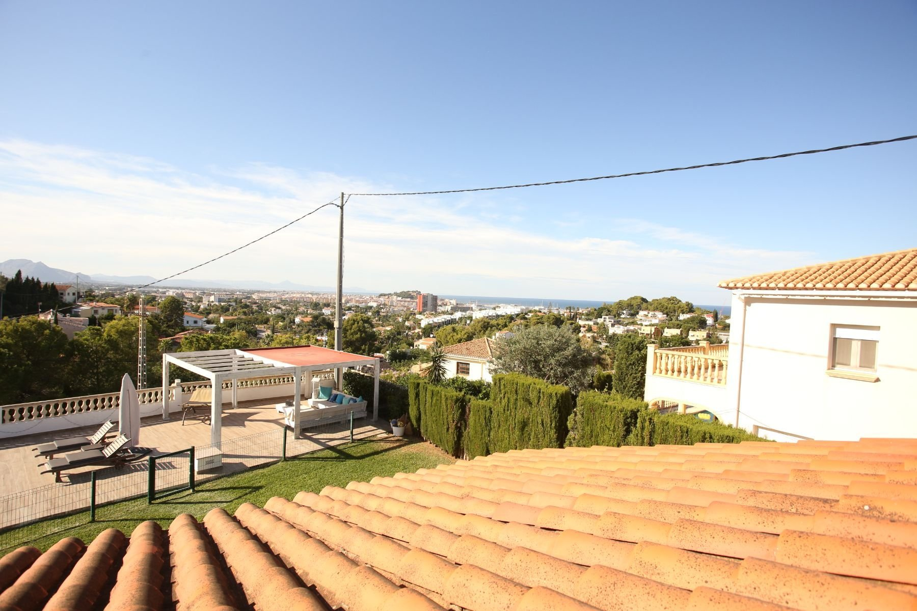 Detached villa on a flat plot with spectacular sea views