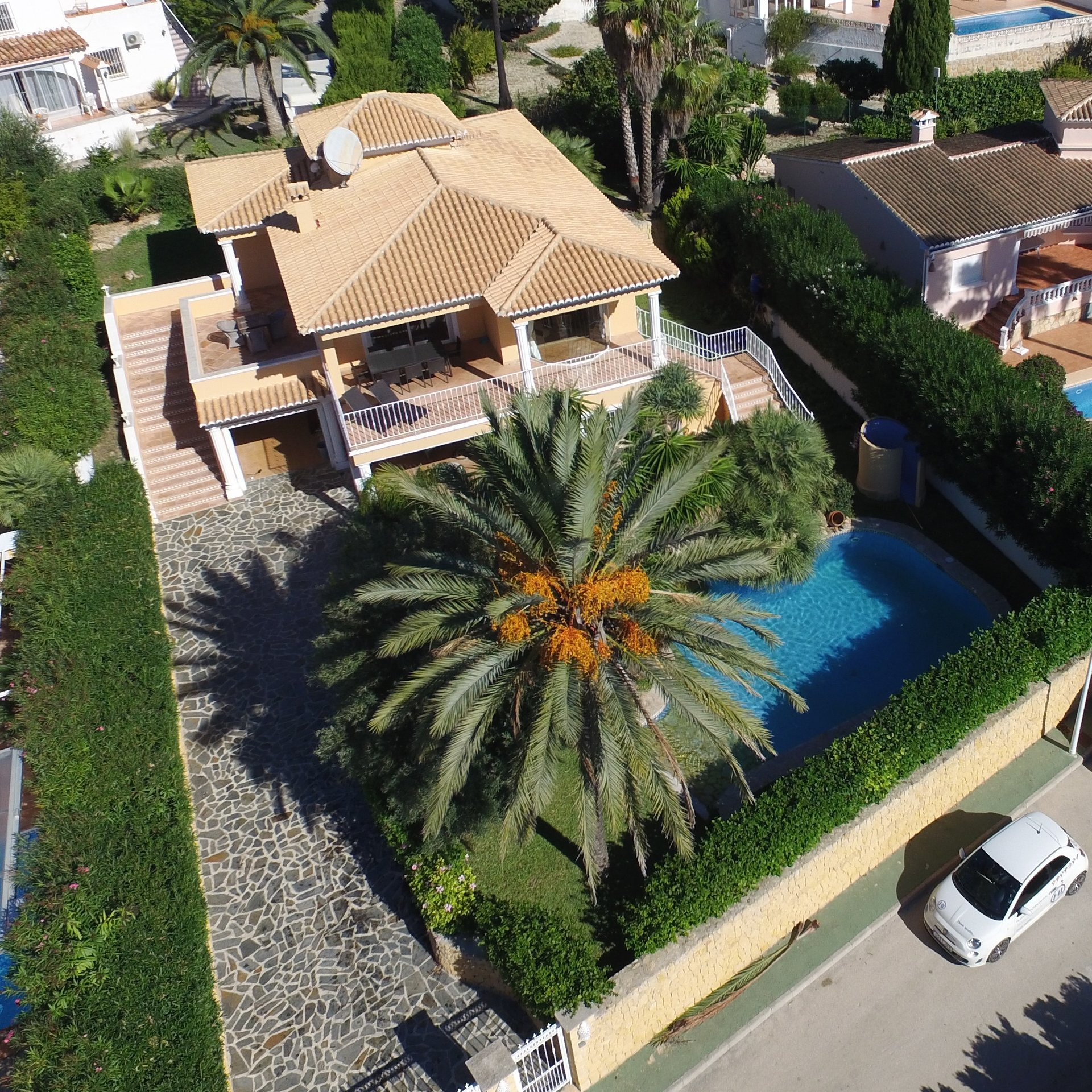 Luxurious villa, fully equipped and laid out on two levels