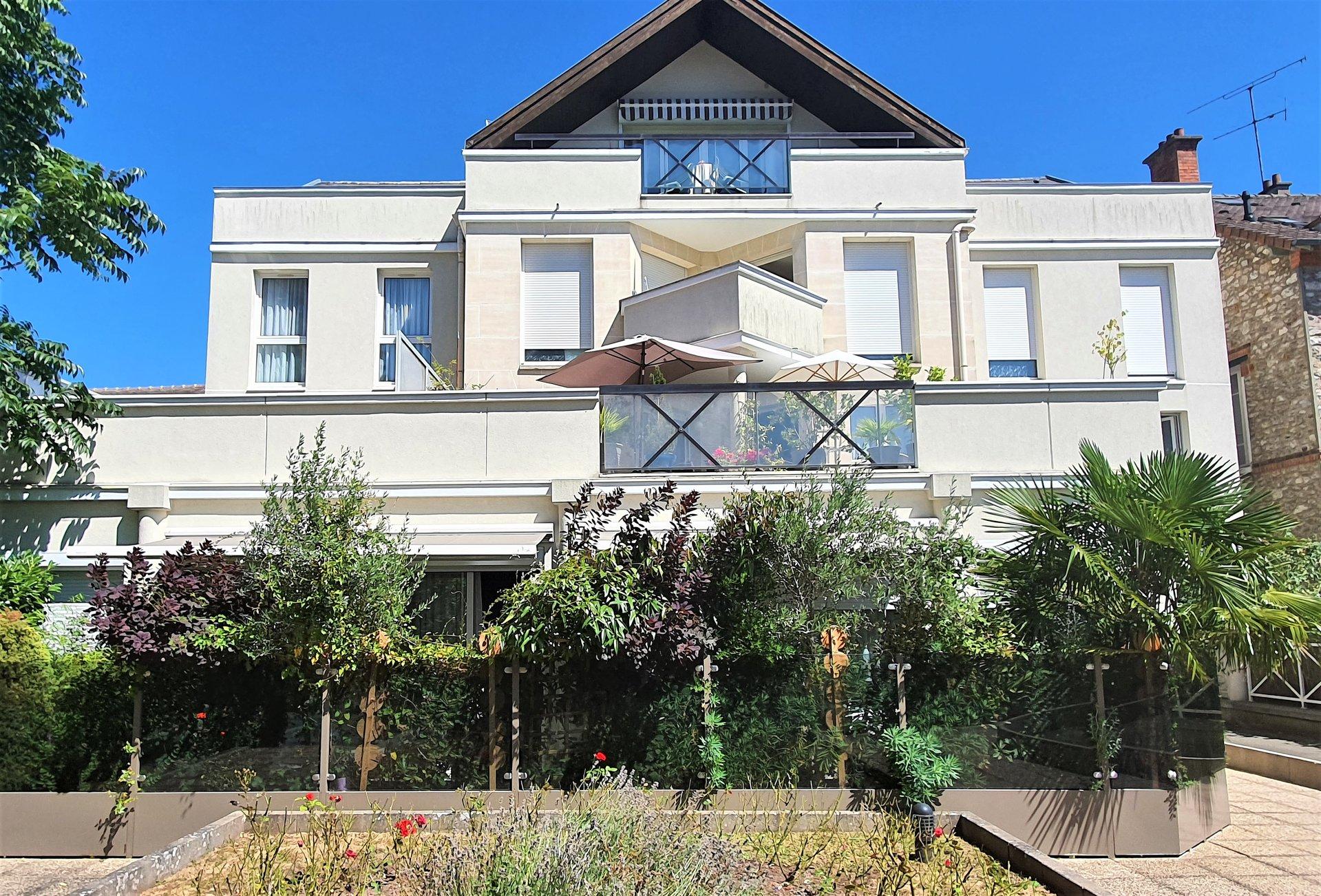 Appartement climatisé et sa terrasse en centre ville