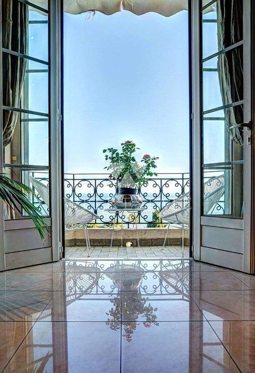 CANNES RESIDENCE BELLE EPOQUE APPARTEMENT 4 PIECES 155M2 VUE MER