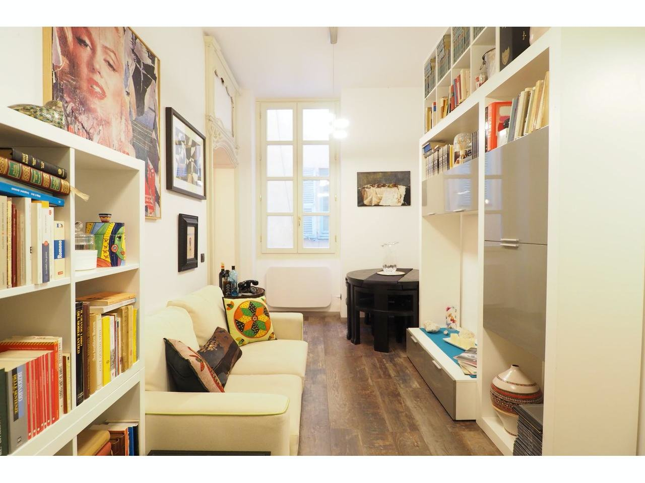 Well-planned apartment in old Nice