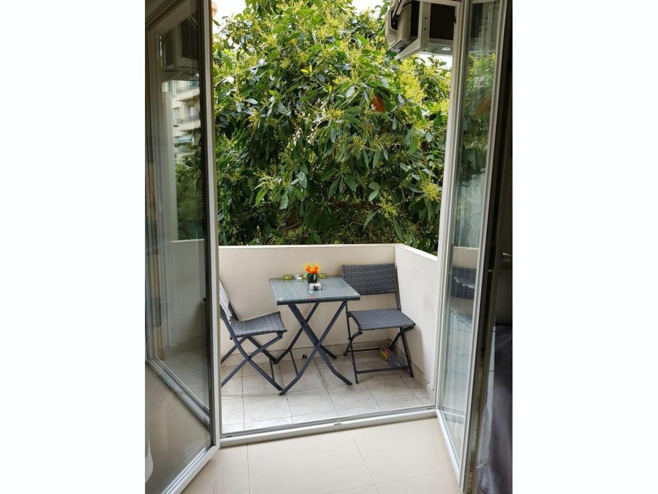 Lägenhet med terrass och 3,5 m högt i tak
