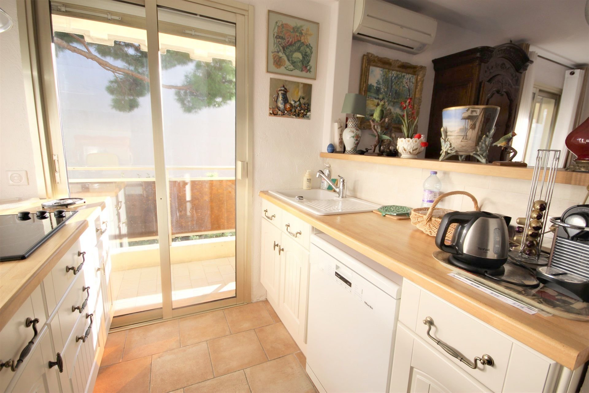 CANNES SALE 3 ROOMS NEAR SHOPS AND BEACHES