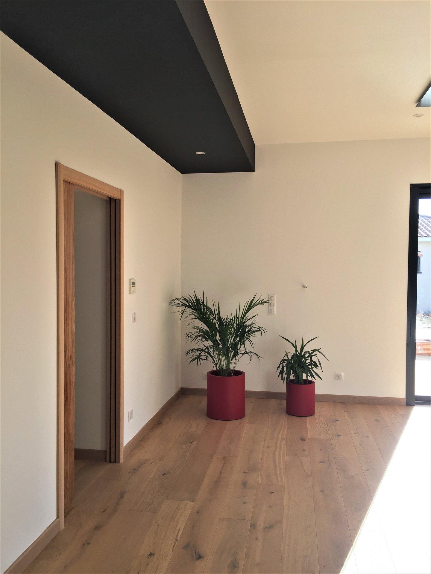 Villa contemporaine de plain pied avec studio indépendant