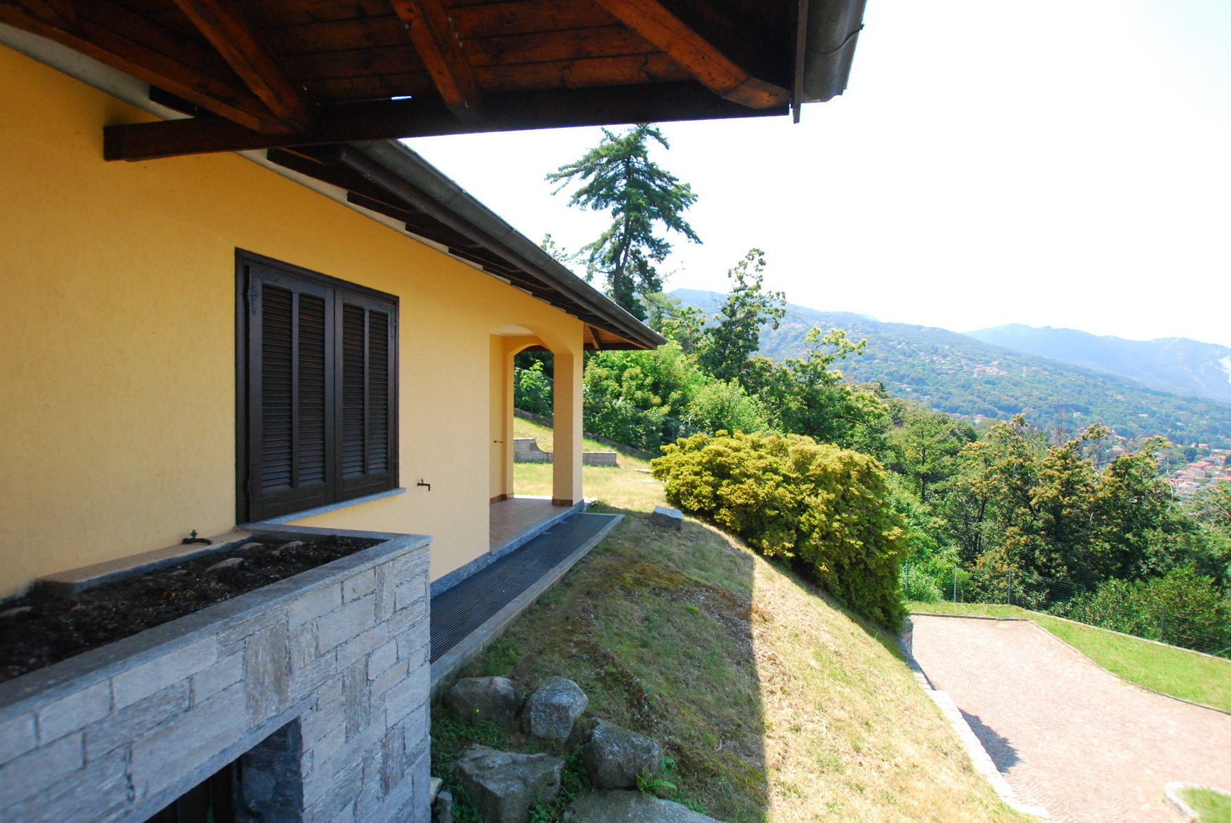 Villa for rent in Stresa with garden and lakeview