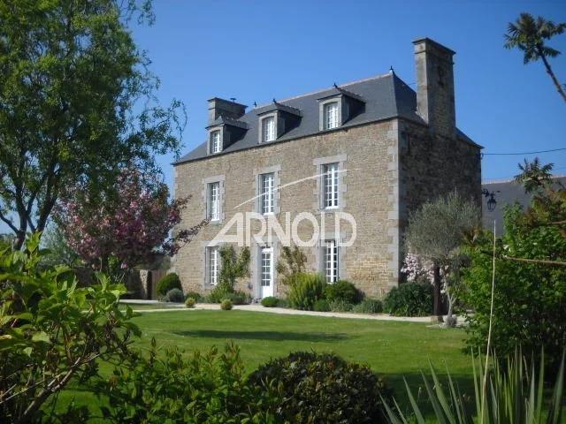 A vendre près de Cancale, maison familiale à 20 mn du Mont St Michel et de St Malo
