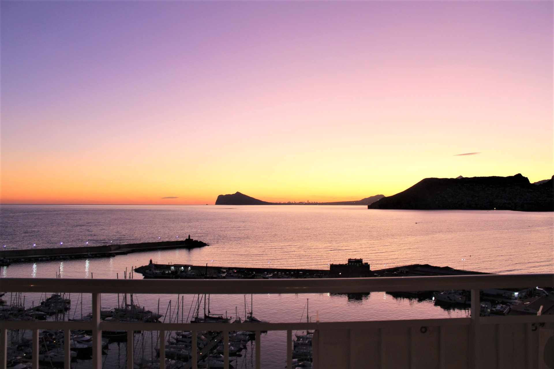 Exclusive 1st line penthouse in the port of Calpe