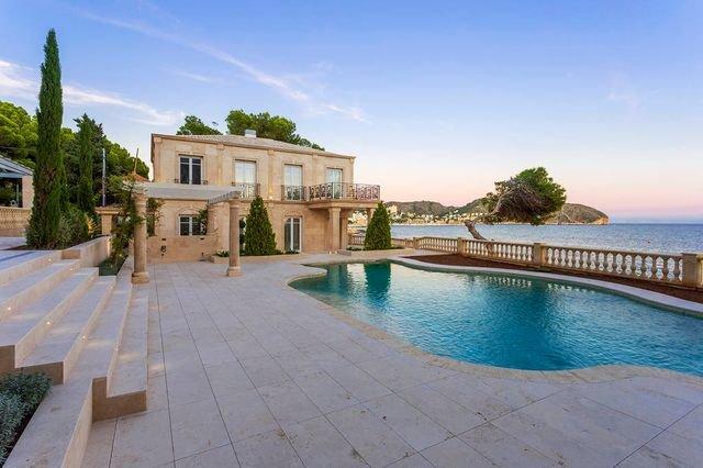 Charmante luxe villa gelegen op een uniek perceel aan zee