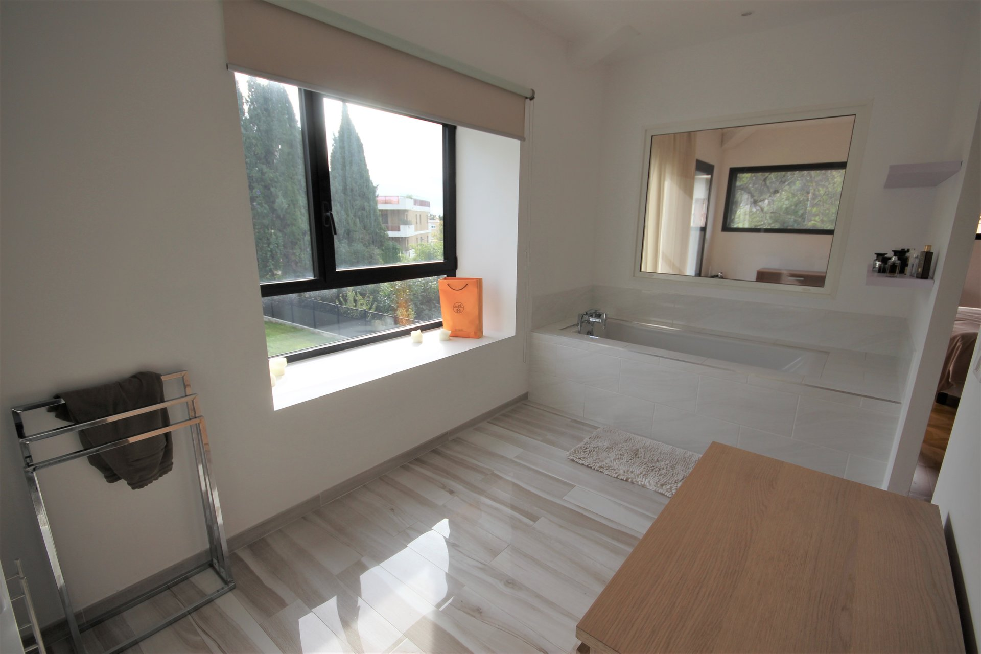 LE CANNET SALE CONTEMPORARY VILLA WITH SWIMMING POOL