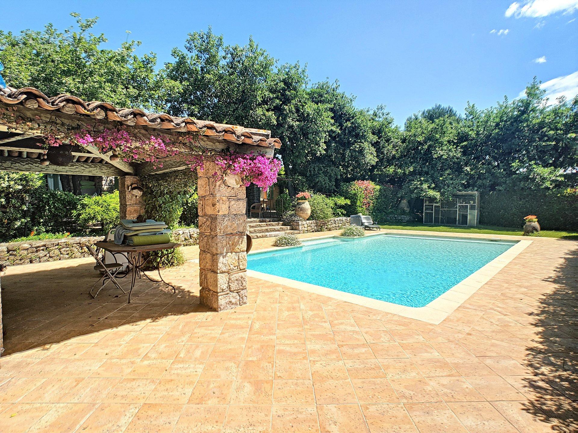 Situation idéale: VILLA 220 M²  7 P.  Beau terrain, piscine, SANS VIS A VIS