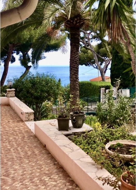 Eze bord de mer. Land with building permit