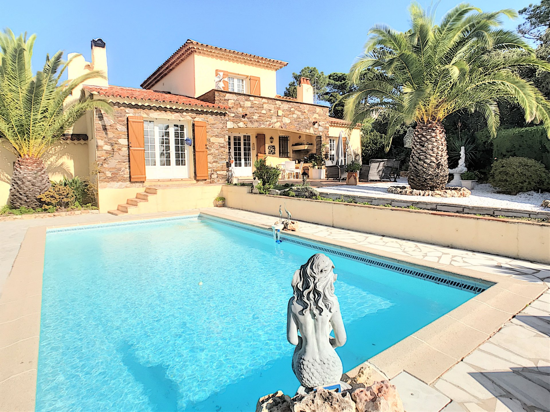 Charming provencal villa with beautiful sea view