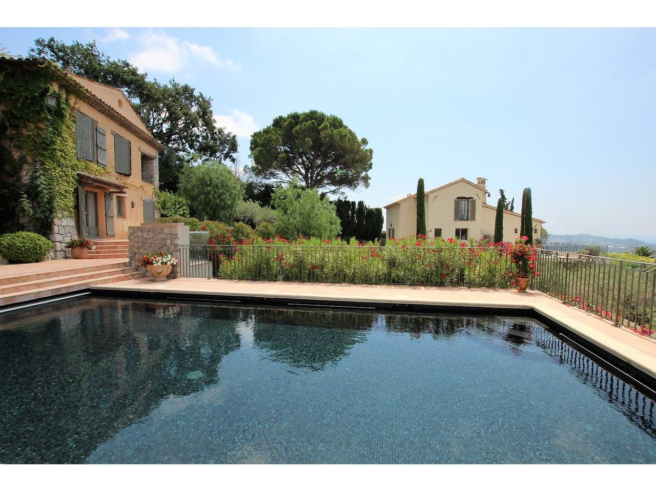 Mougins - 2 villas - views & pool