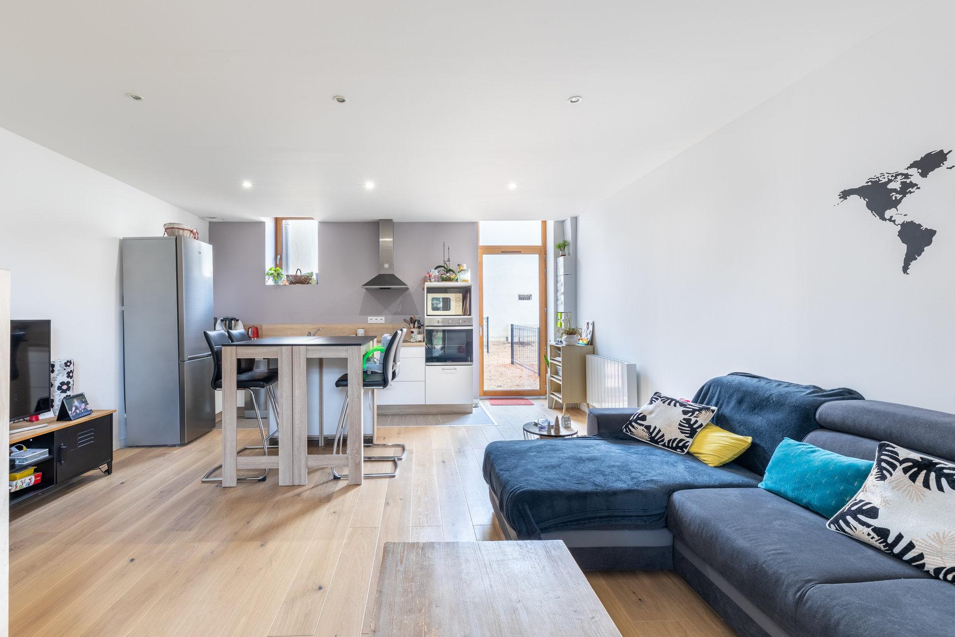 Appartement en triplex avec terrasse - ARNAS