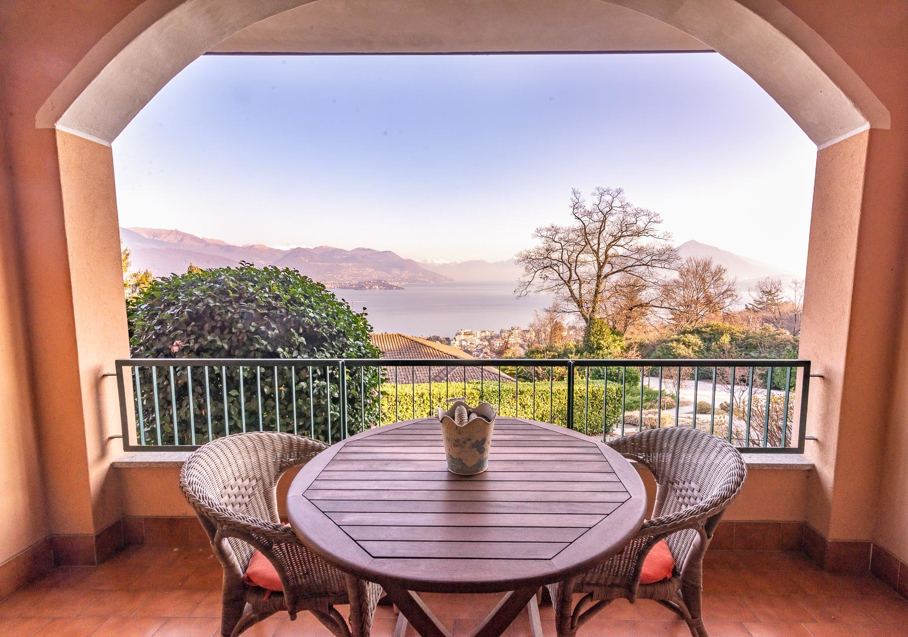 Apartment for sale in Stresa - terrace facing the lake