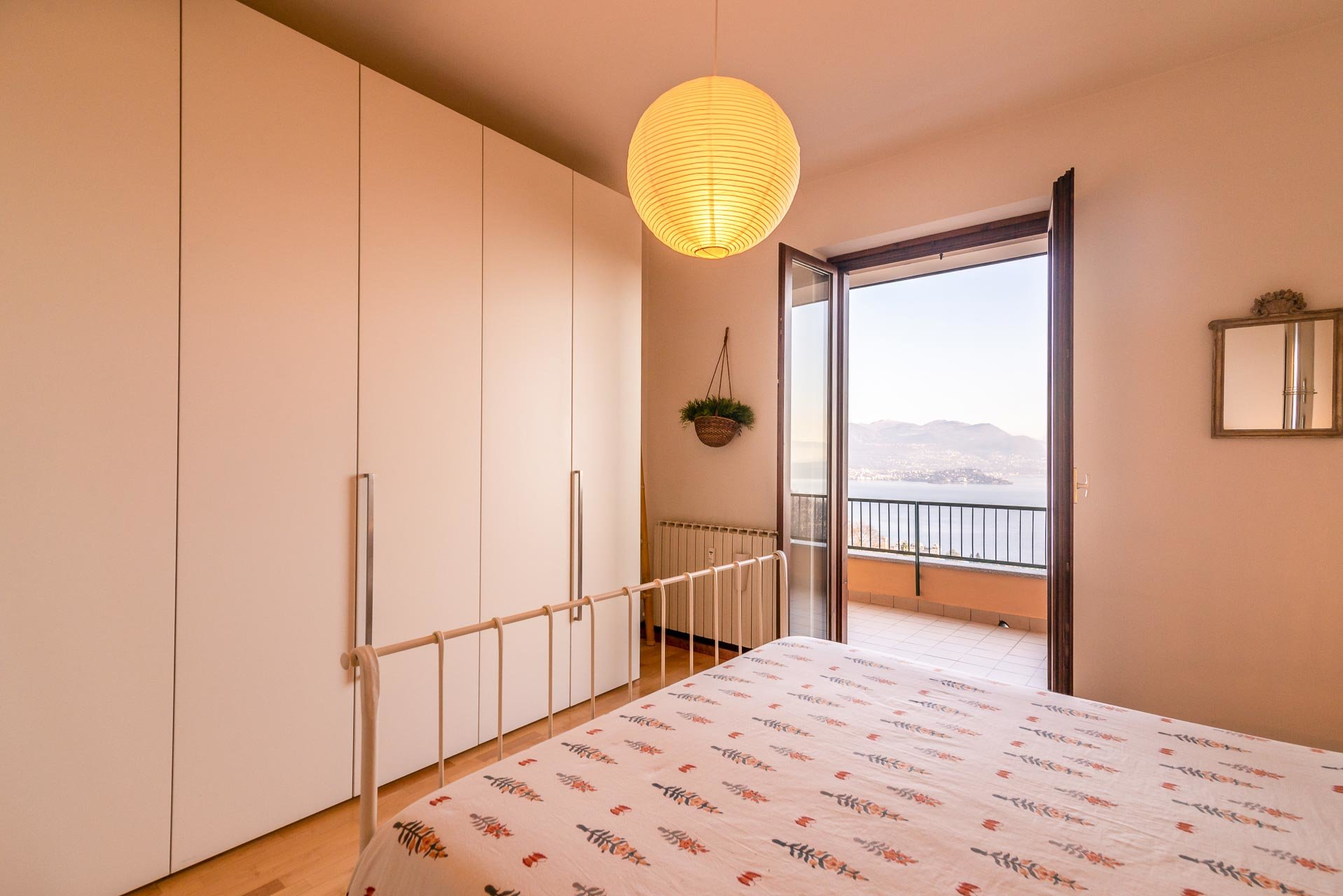 Apartment for sale in Stresa in a residence - bedroom with balcony