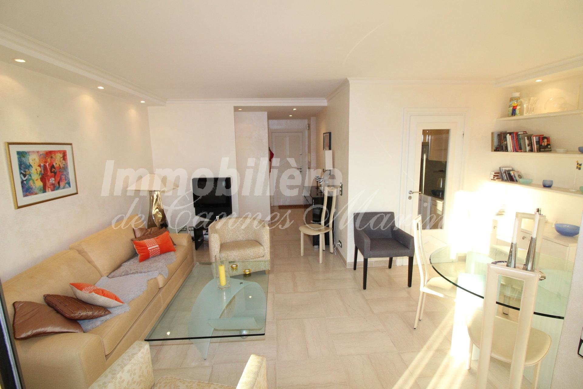 FULL SOUTH SUN EXPOSURE - 1 BEDROOM APARTMENT -  IN PERFECT CONDITION