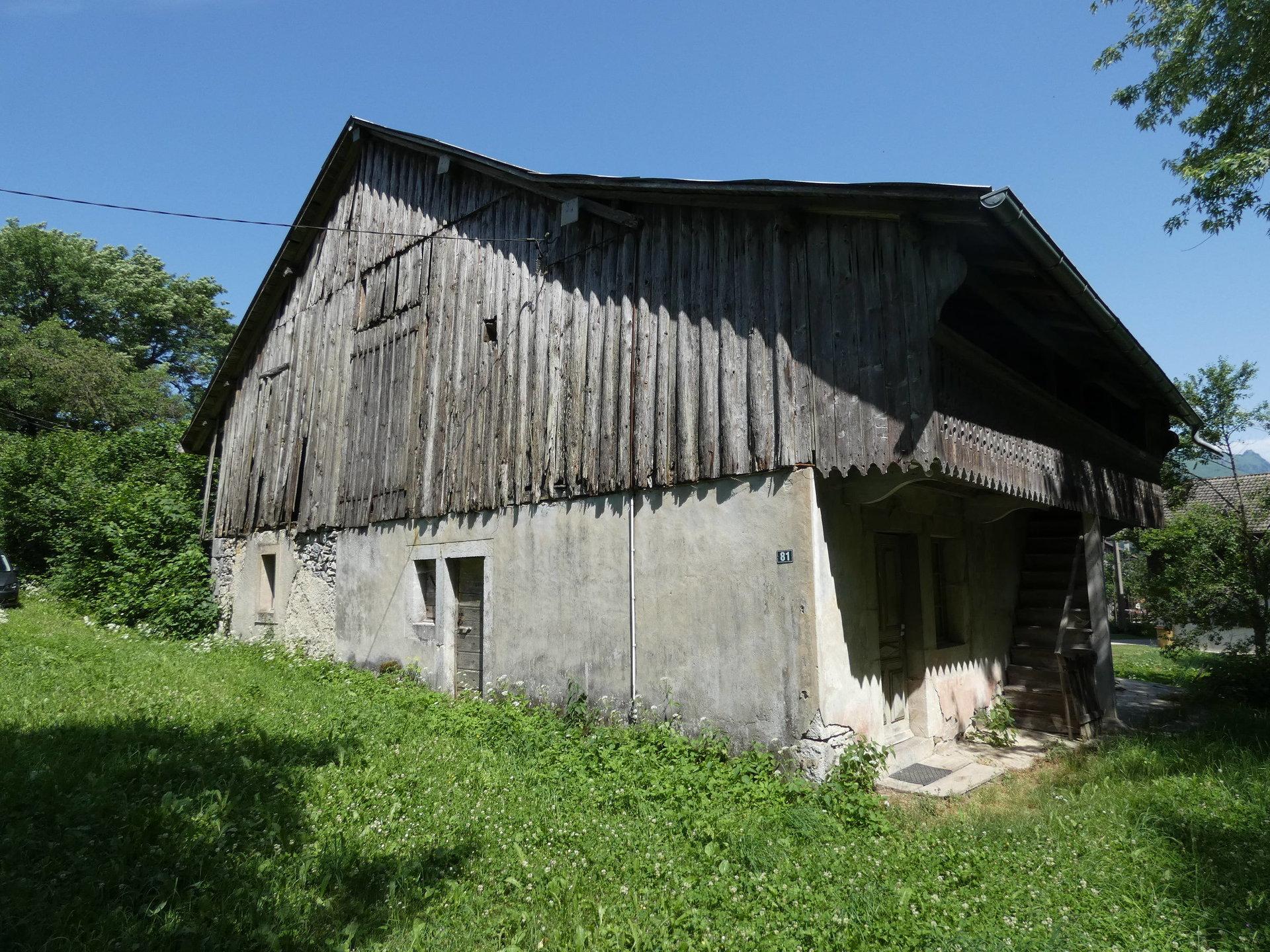 Ferme mitoyenne à rénover à ST-JEOIRE