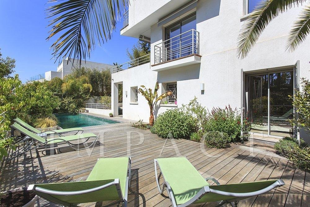Villa to rent with sea views in Cannes