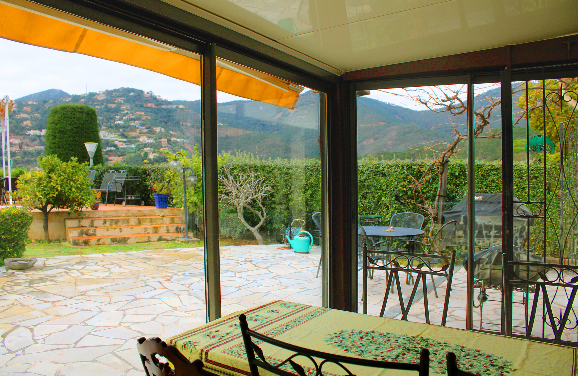 A lot of charm for this provencal mas provençal, located in a co-ownership.