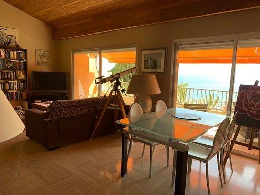 EXCLUSIF- BAISSE DE PRIX! GARAVAN- A visiter ! Très beau T3 avec entrée indépendante style Villa-- Jolie Vue mer et Vieille Ville- Terrasse, Cave, Parking