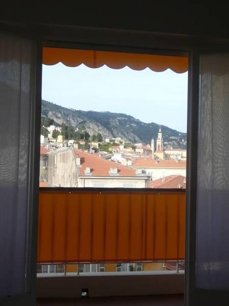 LOCATION meublée à l'année- Joli T1 Résidence du Casino- Balcon