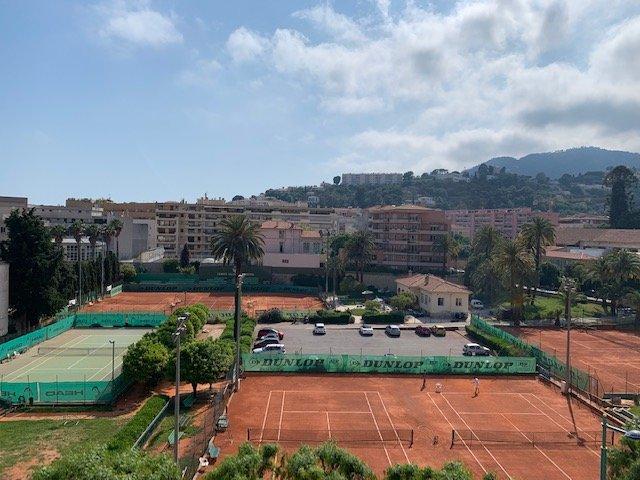 LOCATION DE VACANCES-Centre de Menton-T3 face aux Tennis-Vue imprenable sans vis-à-vis