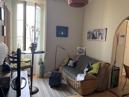 PITTORESQUE- Rue piétonne Menton- T2 aperçu mer et sur le Campanin- Au calme-Dernier étage
